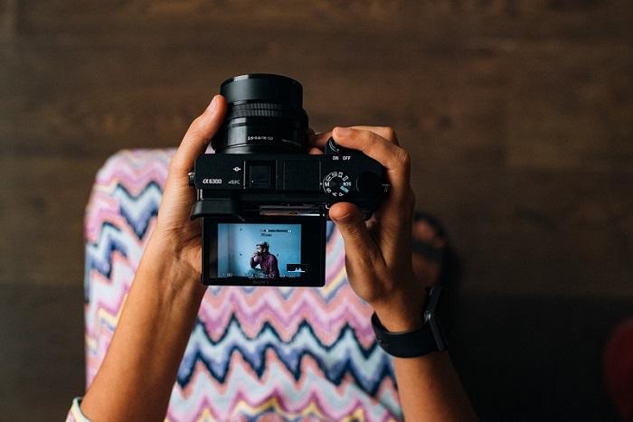 カメラの三脚を使用するメリット